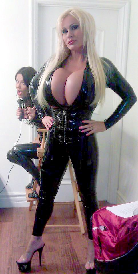 Amazing Cleavage Of Lacey Wildd In Latex Pants And Corset -3007