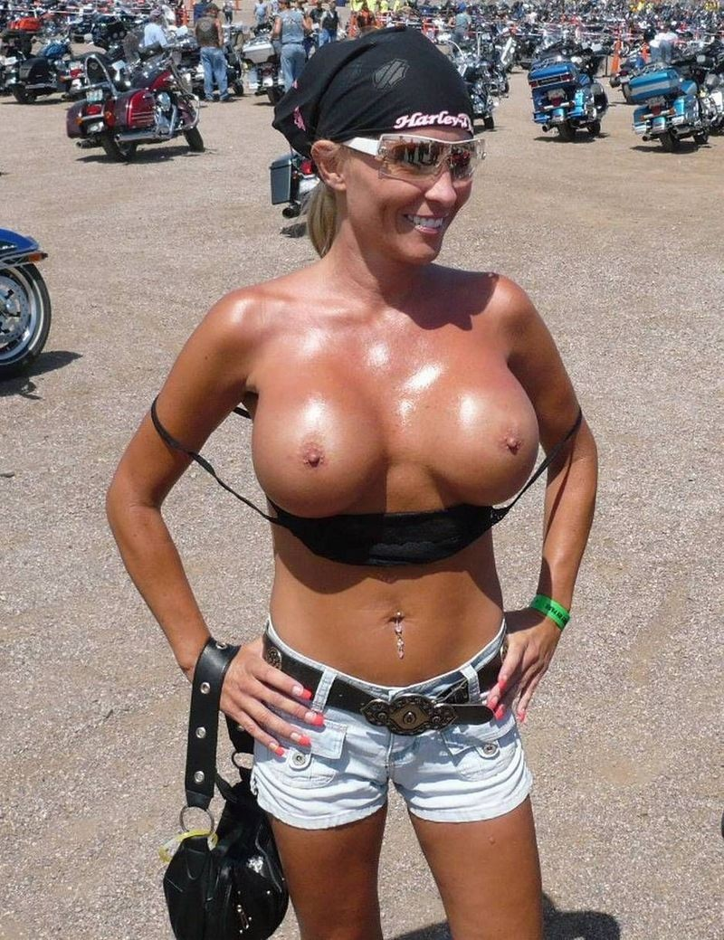 amateur naked biker chick